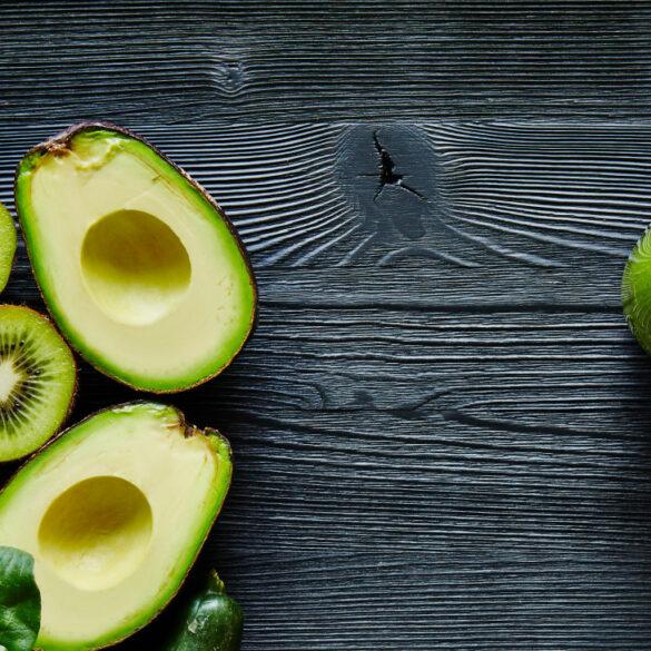 avocado-kiwi-smoothie-lifestyle